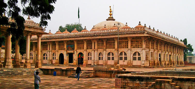 udaipur to ahmedabad car hire